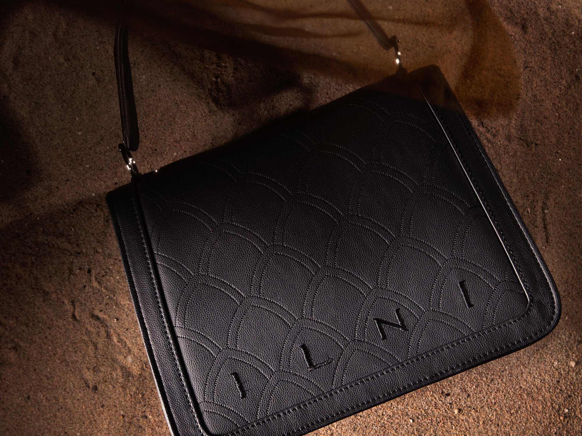 ILNI-handbag-Augstina-Black-Embroided2